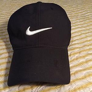 Nike black golf hat